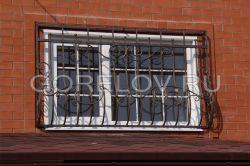 Lattice on the window with curls